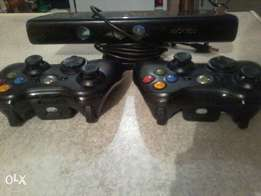 2x Xbox 360 controllers and Kinect sensor