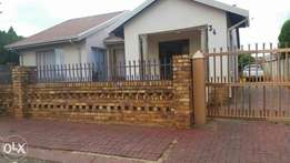 3bedrooms,2bathrooms house for rent at Tlhabne Wes