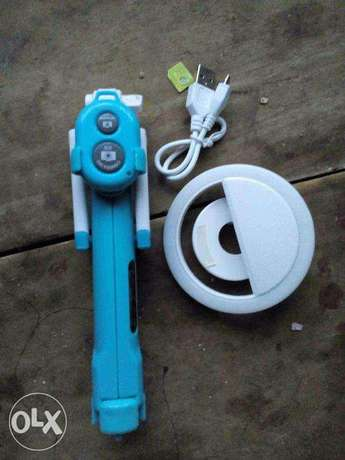 selfie stick with flash light included (new) Ado Ekiti - image 2