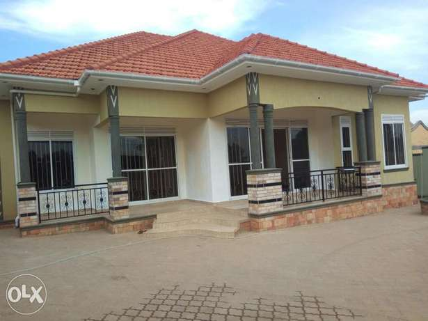 Nice. Kira four bedrooms castle in tarmaked neighbourhoon sell at 349m Kampala - image 1