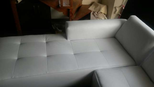 Large L Shape couch. Fourway Gardens - image 4