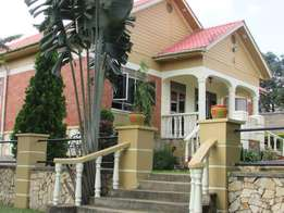 This house is fully furnished in Kampala region,has 3 bedrooms at 1500