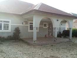 A nicely maintained 3bedroom bungalow in Copacabana estate apo Dutse