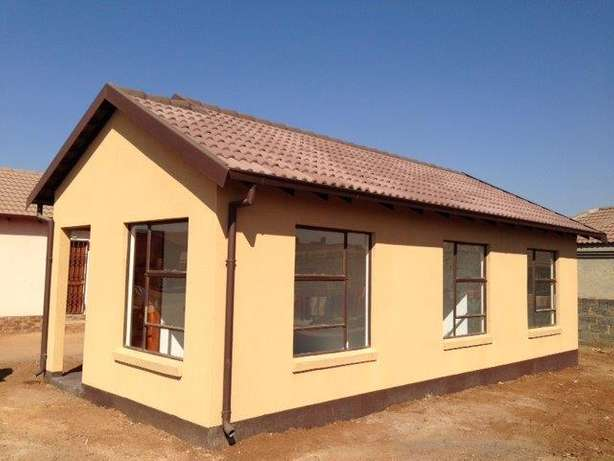 Houses for sale in lenasia Soweto - image 5