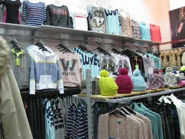 Розпродаємо торгове обладнання (стелажі та стійки) під одяг або взуття Киев  - изображение 2 6b6a18b7c64b9