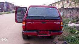 Clean tokunbo Toyota Tacoma 2004