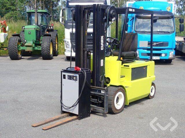 Clark CEM25 counterbalanced forklift (electric) - 00 - 2000