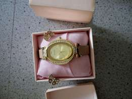 Avon ladies watch with Earnings.