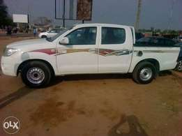 Toyota hilux 09 for quick sale