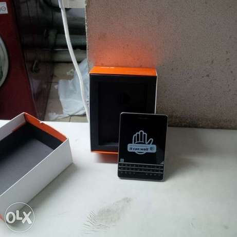 black berry passport black brand new Lagos Mainland - image 1