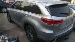 2017 tokunbo Toyota highlander with full option for sale