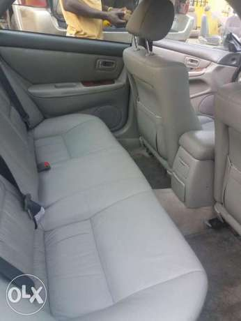 lexus ES 300 with AC working perfectly Ibadan South West - image 5