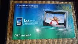A Must Have !! 7 inch HD Electronic Photo Frame ! Bargain !