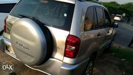 Super Clean 2005 Toyota Rav4 With Cruise Control