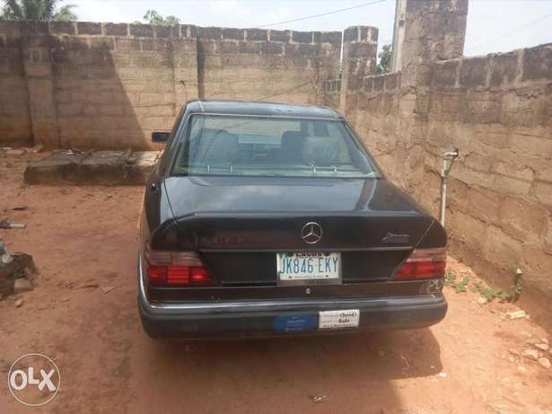 Very Neat Mercedes Benz Vboot Benin City - image 5
