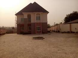 Beautiful 6bedroom duplex with 2bedroom guest chalet and BQ for Sale