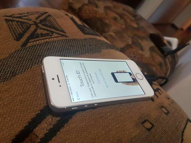 Apple iphone 5s 16gb white and silwer for sale Port Elizabeth - image 4