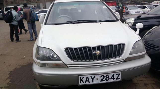 Harrier Toyota extra clean on quick sell just buy and drive Nairobi CBD - image 4