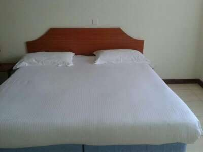 2 bedroom furnished apartment Kilimani - image 5