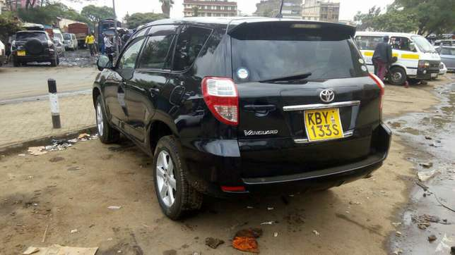 Extra clean Toyota Vangurd pure leather seats Just buy and drive Nairobi CBD - image 1