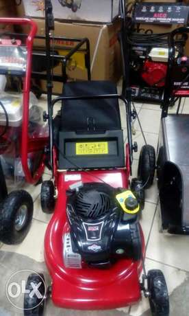 Lawn mower Briggs and Stratton. Nairobi South - image 1