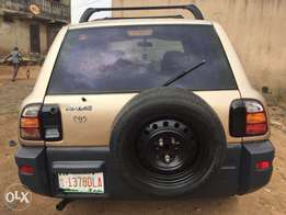 clean Toyota RAV4 buy and use Ac chilling sound engine gear perfect