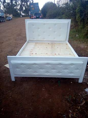 5by 6 leather bed Eldoret North - image 2