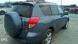 Extreemely sharp and sound firstbody 08 RAV4 limited with chilling AC