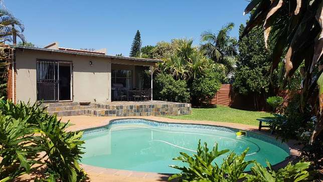 Spacious family home with a 1 bedroom flat up for sale. Sinoville - image 7