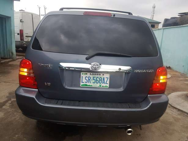 Very clean Toyota highlander 2004 model, first body. Agege - image 2
