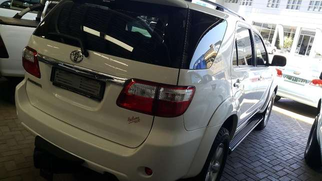 **2011 Toyota Fortuner 3.0 D4D Auto 4x2 available** Priced right* Bloemfontein - image 2