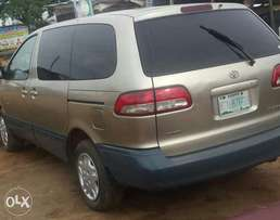 Clean used 2001 toyota sienna for 870k