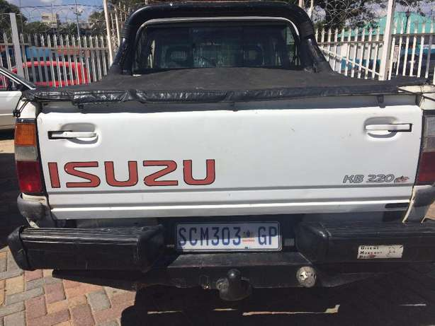 2001 ISUZU KB 200 Selling Price R48,999 Negotiable Winchester Hills - image 4