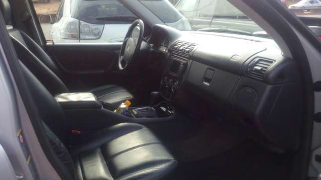 Mercedes Benz ML350 numbered 2005 Benin City - image 8