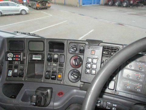 Scania 94 DB 4X2 NA 230 RHD - 2003 - image 2