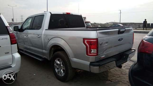 Clean 2017 Ford F-150 XLT Texas Edition Pick Up Truck With Rev Camera Lekki - image 8