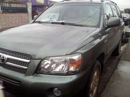 Super neat first body Toyota Highlander (3Row seat) at give away price