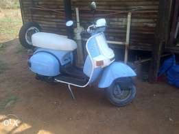 ek offer my scooter+R4000 vir ou beetle kar