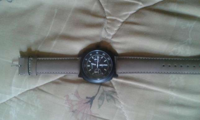 Yazole Quartz Stainless Steel Watch for sale Kampala - image 3