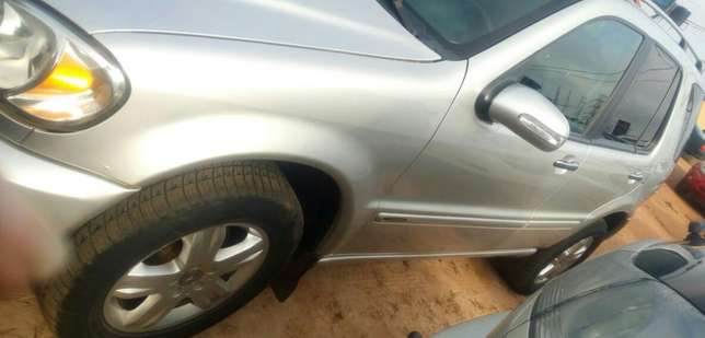 Mercedes Benz ML350 numbered 2005 Benin City - image 4