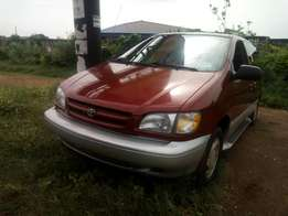 Toyota sienna 1998 model,Lagos clearing,very clean and superb