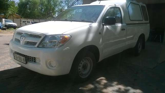 2009 Toyota Hilux 2.5 D4D with canopy Johannesburg - image 2