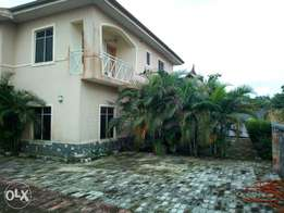 4bed rooms duplex in crown estate, fully detached