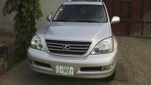 Nigerian used toyota Lexus first body very clean Agege - image 2