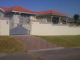 Modern 3 Bedroom House for Sale in Beacon Bay