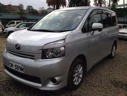 Toyota Voxy Year 2010, 2000cc, Clean Silver