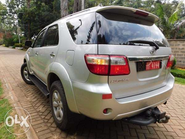 mint condition toyota fortuners Gigiri - image 4