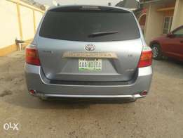 Neatly Used 2008 Toyota Highlander in Superb Condition
