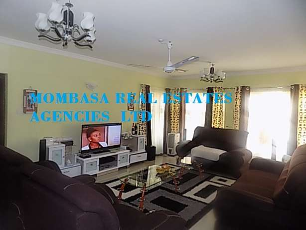 Furnished 4 bedroom Villa 150k per month Near Mamba Village Nyali - image 1