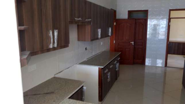 Modern brand new 3 bedroom apartment with servant quarter and pool Nyali - image 3
